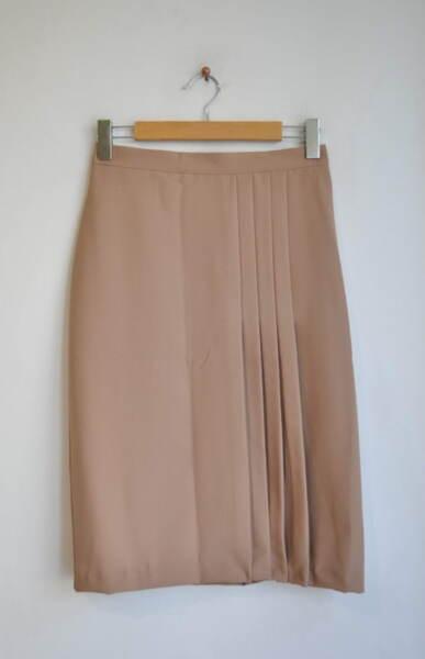 Дамска пола със ситни плохи
