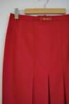 Червена дамска пола с декоративна катарама