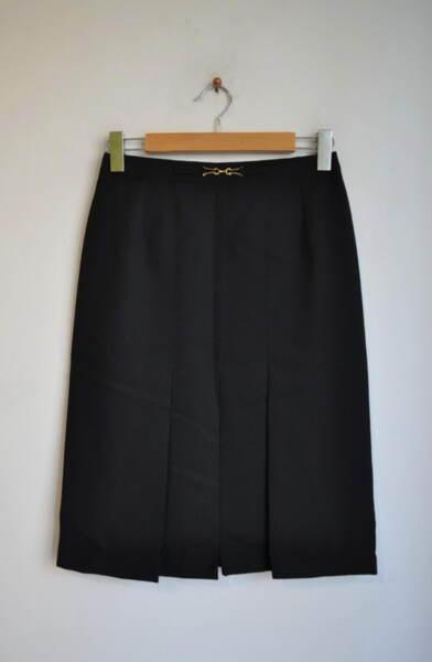 Черна дамска пола с декоративна катарама