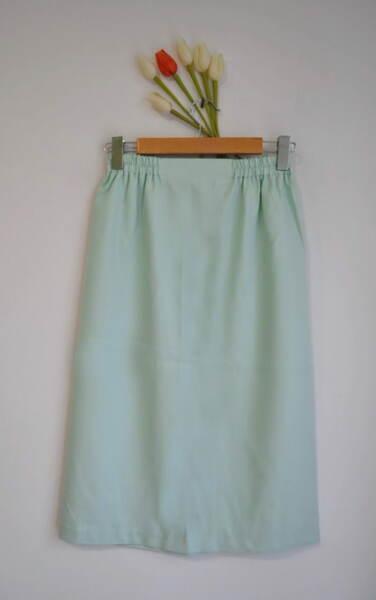 Зелена дамска пола с ластик на талията (второ качество)