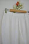 Бял дамски панталон с принт на пера