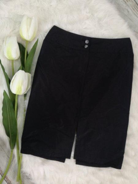 Елегантна пола с копчета в черно