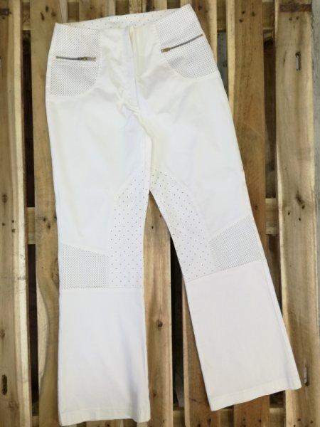 Бял дамски панталон на ефектни точки