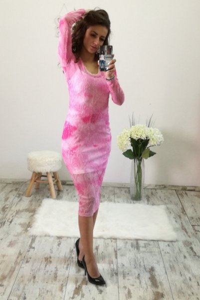 Елегантна рокля в наситено розово