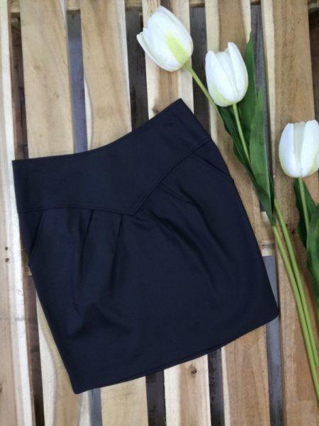 Черна къса пола