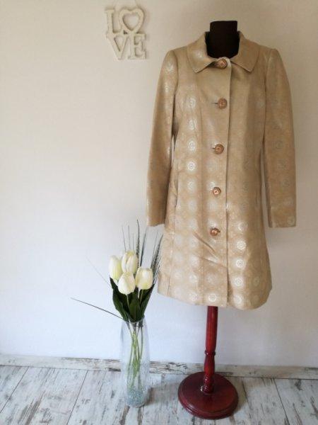 Палто със сребристи орнаменти