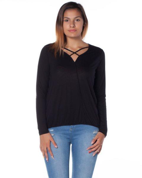 Черна трикотажна блуза с ефектно деколте - Egesta v9