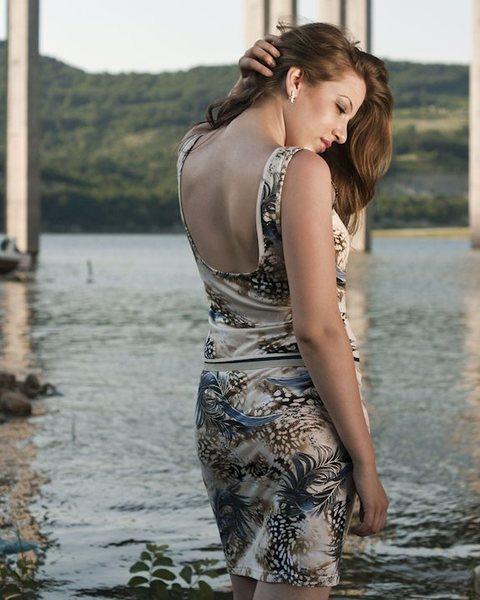 Трикотажна рокля с коланче v73