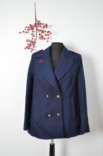 Дамско палто с пагони