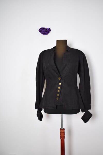 Екстравагантно дамско сако в черно