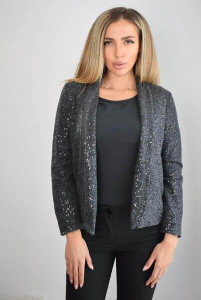 Кокетно дамско сако с пайети