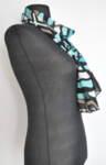 Дамски шал на абстрактни фигури