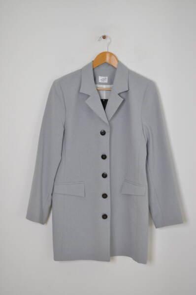 Дамско сако с контрастни копчета