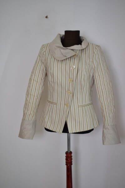 Дамско сако с А-симетрична яка