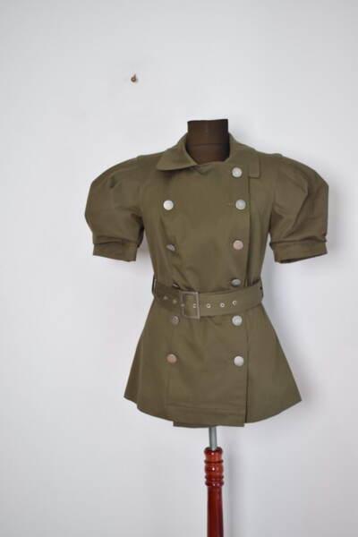 Дамско сако с ефектни къси ръкави