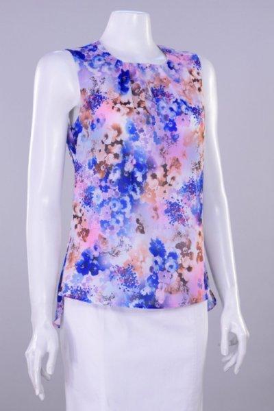 Ефирна блуза с чупки на деколтето