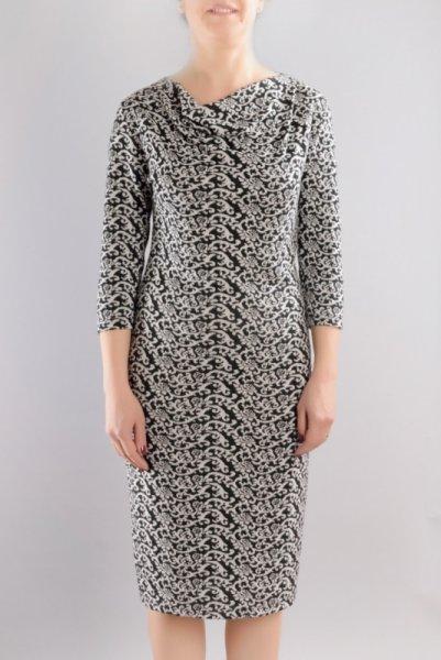 Вталена рокля от трикотажен жакард