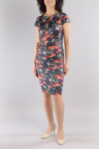 Трикотажна рокля с чупки на рамото