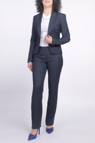 Костюм от тесен панталон и Късо сако с шал яка