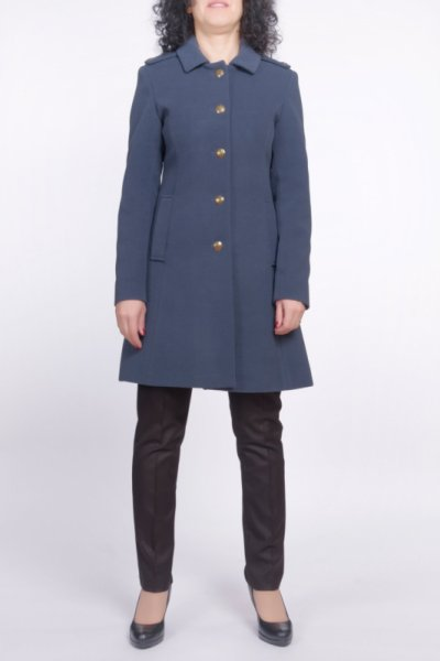Вталено палто с пагони и метални копчета