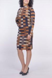Вталена рокля с поло яка
