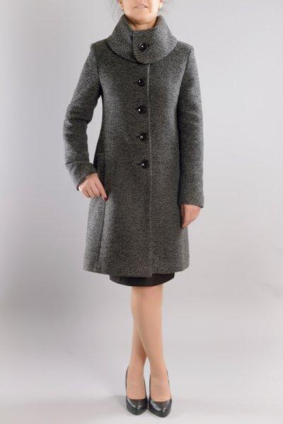 Вталено дамско палто с голяма яка