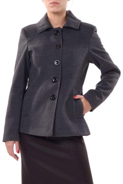 Късо палто с леко разкрояване на гърба