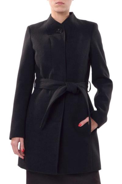 Вталено палто с подвижен колан