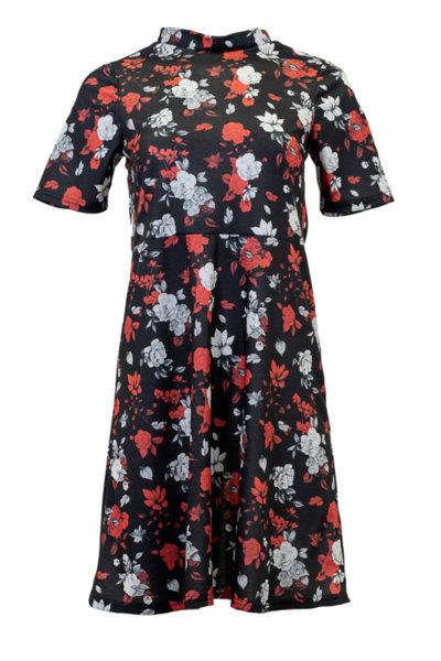 Дамска рокля с разкроена долна част и къс ръкав