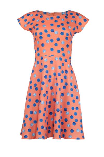 Вталена рокля със срязване в талията и клоширана долна част