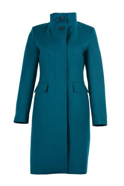 Вталено елегантно палто, със скрито закопчаване и столче яка