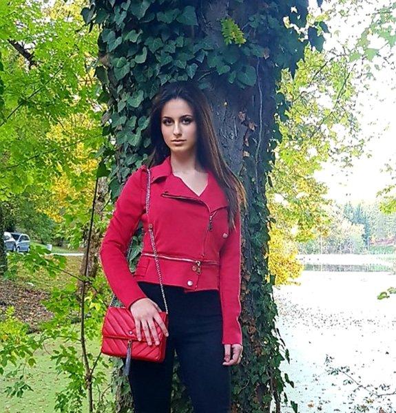 Велурено червено яке