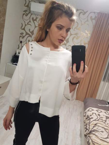 Асиметрична  дамска бяла блуза