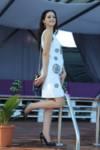 Свободна дамска бяла рокля с камъни