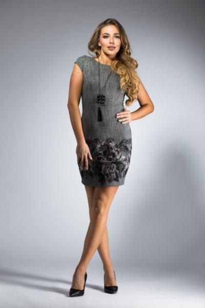 Елегантна дамска рокля с цветни мотиви