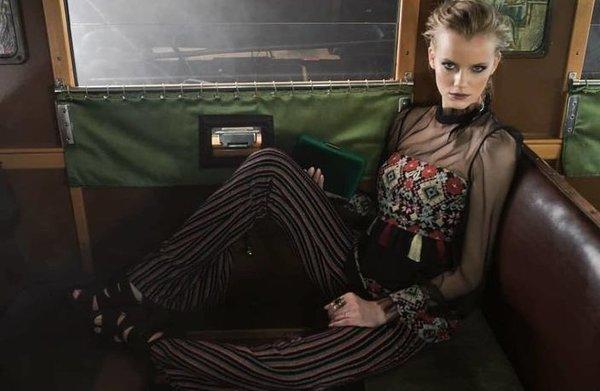 Дантелена прозрачна блуза с шевици