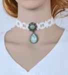 Дамска огърлица от бяла дантела с медальон