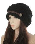 Плетена дамска шапка с малка козирка