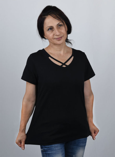Дамска блуза с оригинално деколте