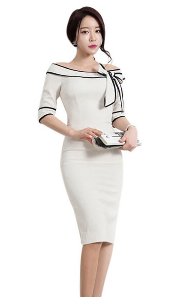Стилна бяла рокля с панделка