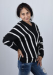 Дамски пуловер с наклонено райе