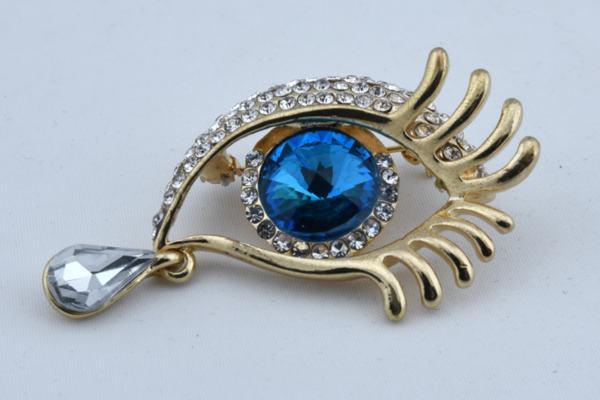 Дамска брошка във формата на око със сълза