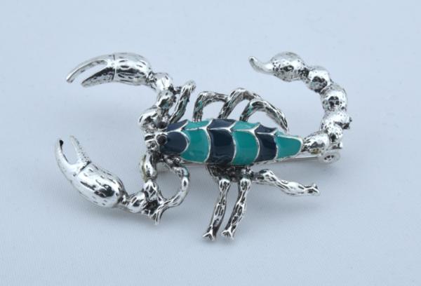 Дамска брошка със формата на скорпион