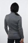 Дамски пуловер с бродерия