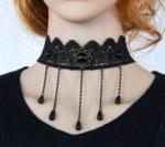 Дамска дантелена огърлица с медальон и висулки