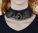 Дамска дантелена огърлица с украшение медальон
