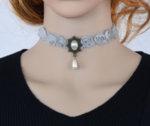 Дамска огърлица от дантела с медальон