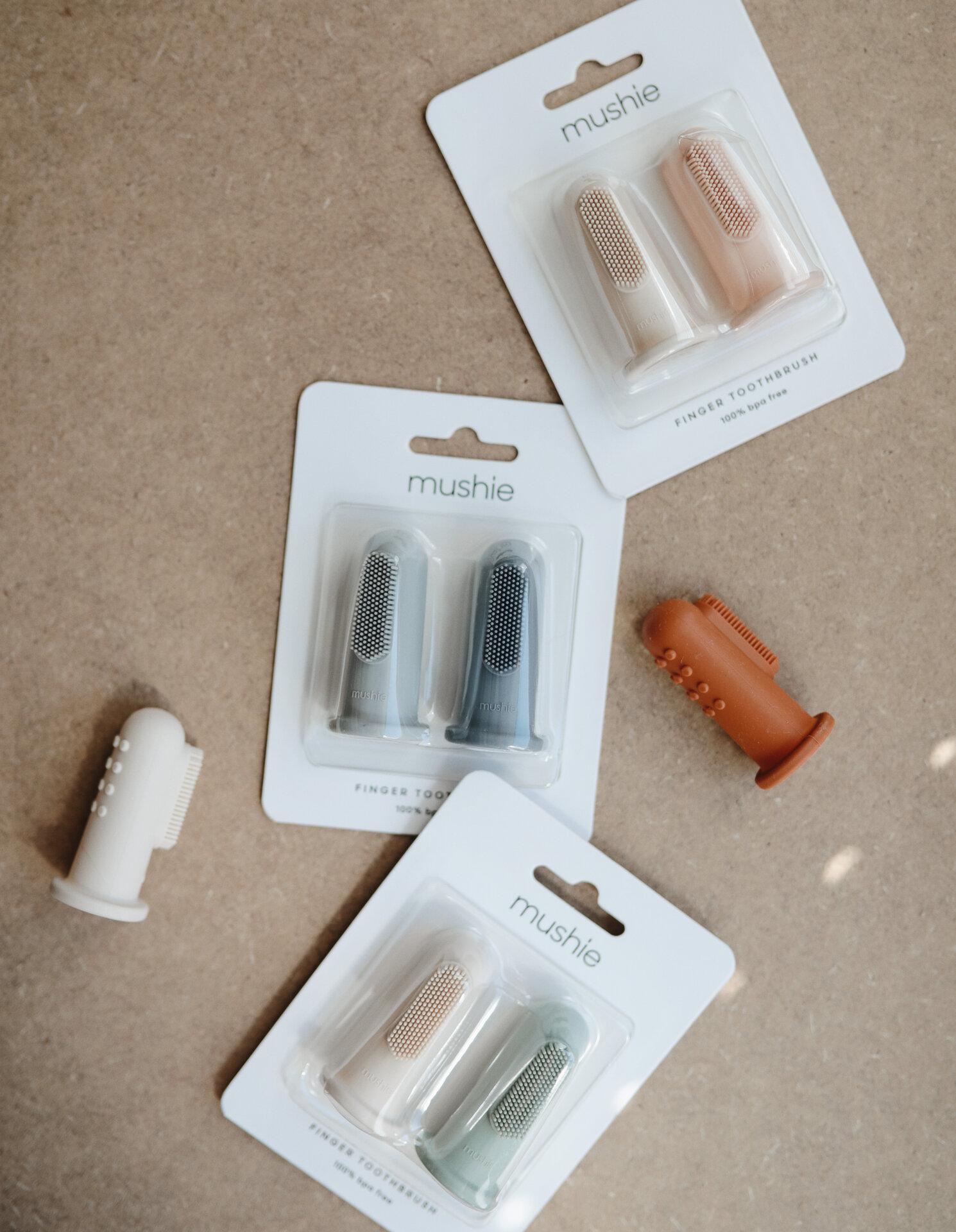 Четки-напръстник за миене за зъби Mushie / Shifting Sand & Blush-Copy