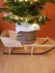 Класическата Дървена Шейна - поставка за Коледна елха