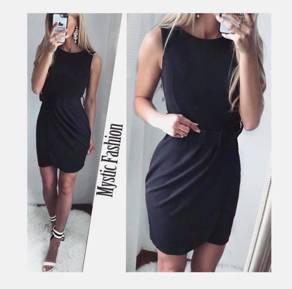 Черна рокля с коланче